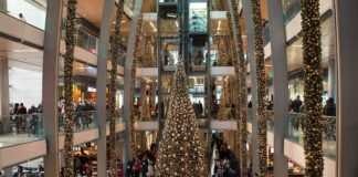 Wells-Fargo-predicts-slower-shopping-season-during-the-holidays