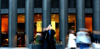 Charles_Schwab_hoping_to_acquire-Ameritrade