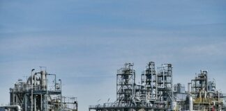 Oil-Falls-to-18-Year-Low-As-Demand-Decreases-Across-the-Globe