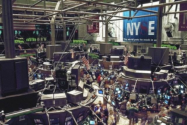 Dow Plunges_as_ Traders_Grow_Concerned_About_COVID_19_Spikes