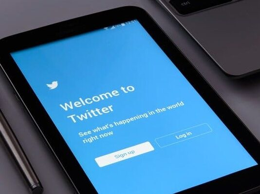 Twitter-Stock-Falls-as-it-Falls-Short-of-Expectations